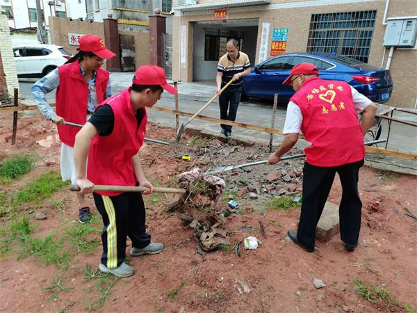 在包联社区开展清洁家园活动.jpg
